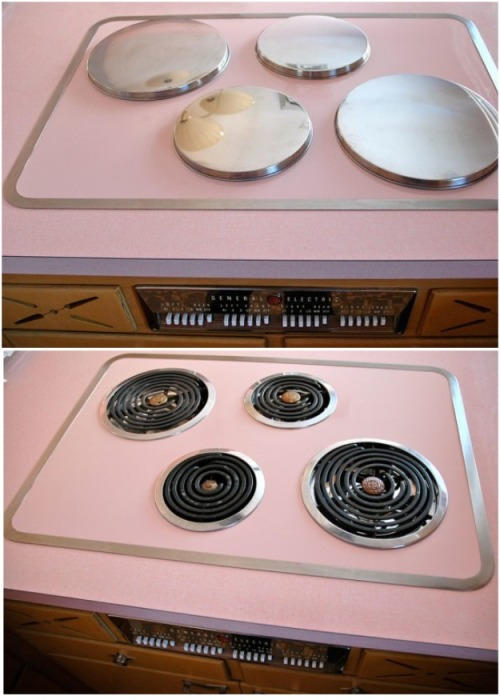Электрическая печь в розовом цвете осталась нетронутой. | Фото: thevintagenews.com.