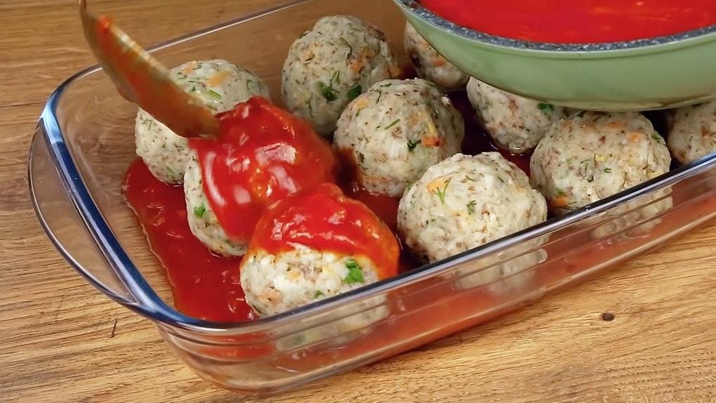 Смешав рис с гречкой, вы приготовите вкуснейший ужин ёжики, немного, томатным, крупы, соусом, добавить, перемешать, смеси, крахмалДобавить, зелень, нарезанную, специи, перебить, блендером, форму, Гречку, снять, приготовятся, минутКогда, около