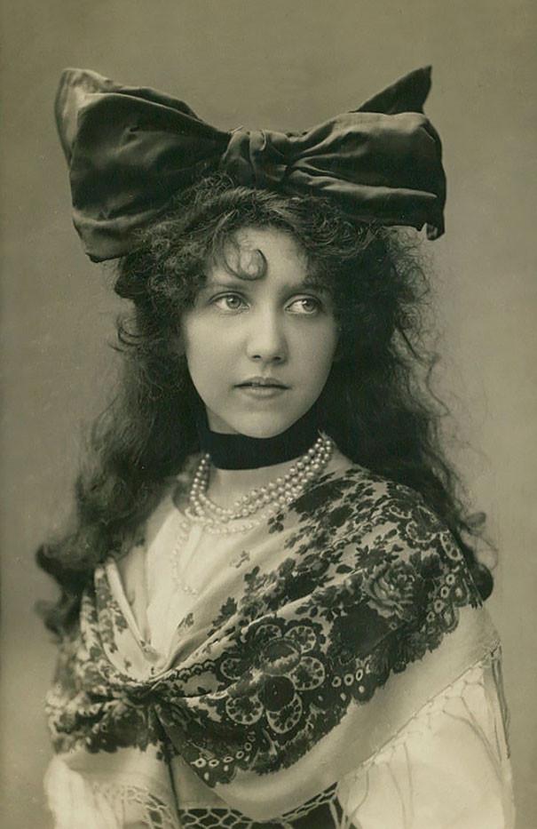 Неизвестная в традиционном костюме винтаж, женщины, красота, открытки, фото