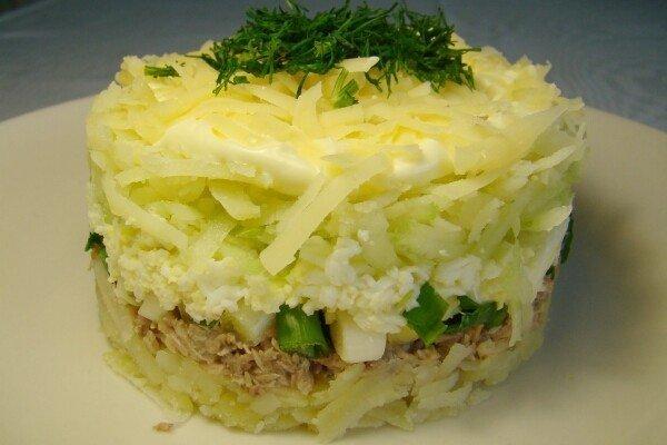 Салат из консервированной рыбы — простой и вкусный!