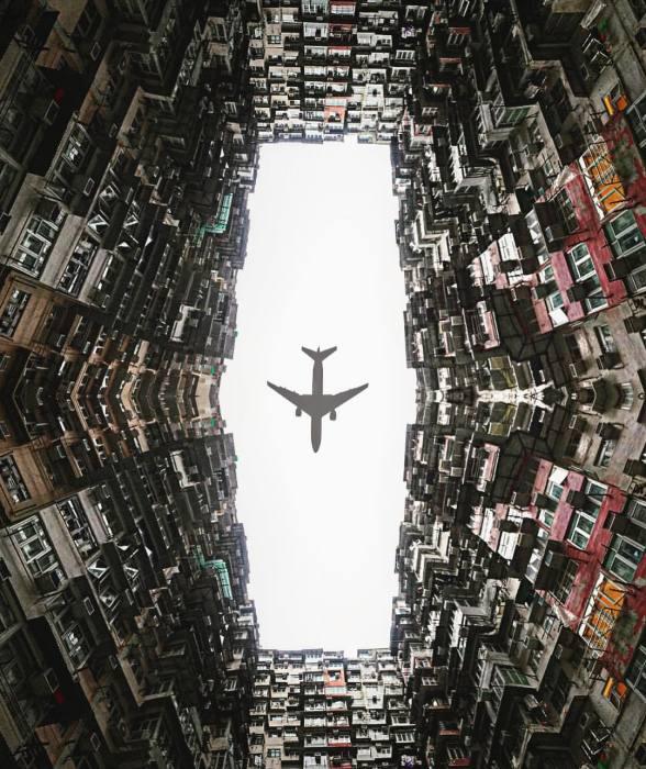 Ничего необычного, просто самолет летит над нашим двориком... / Фото: reddit.com