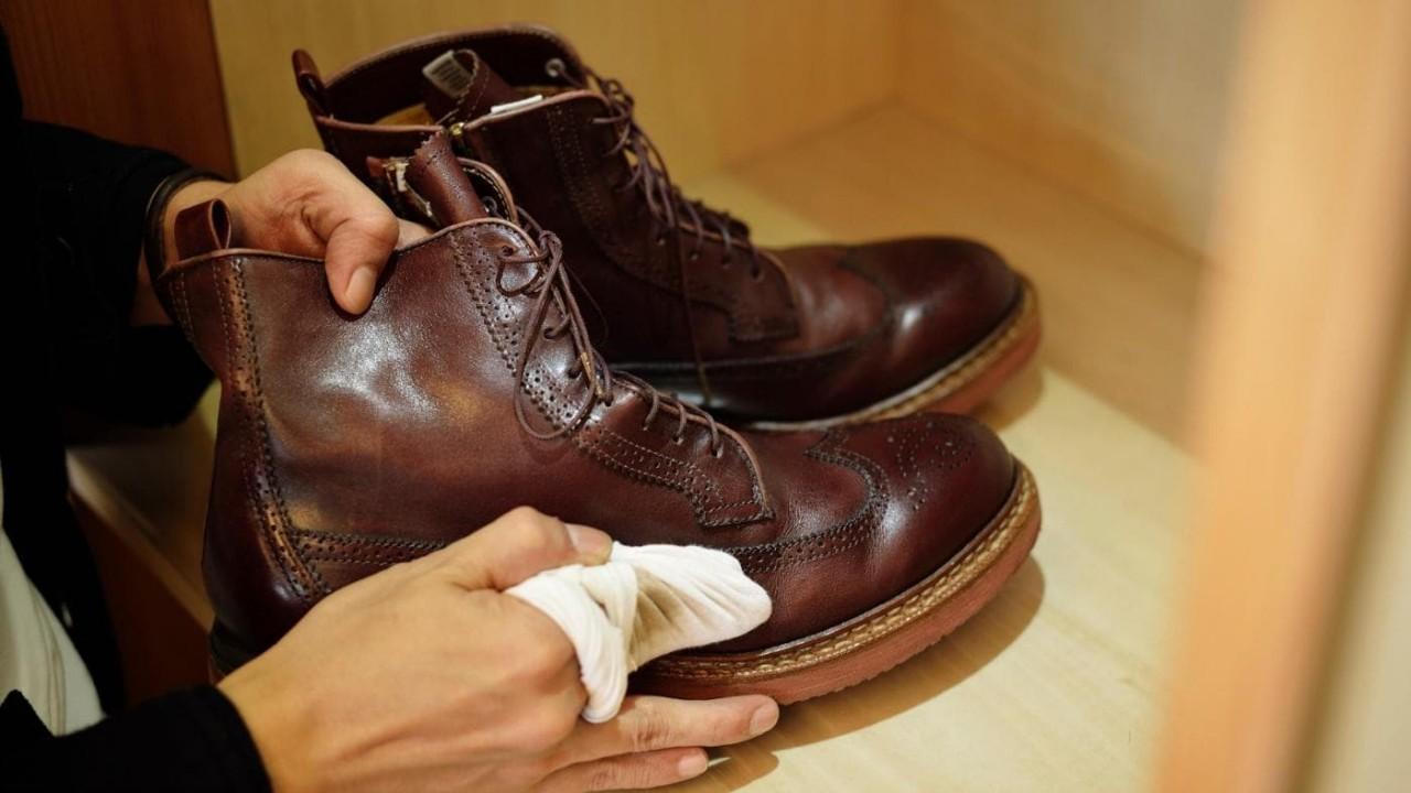 Соль на обуви: 9 простых способов избавиться от разводов на коже и замше