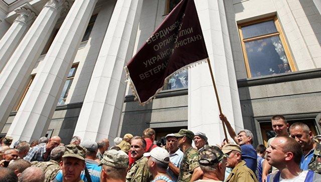 В Киеве у здания Рады произошли столкновения митингующих с полицией