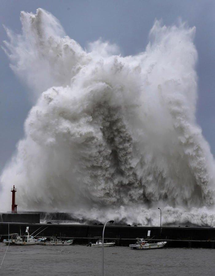 Японию потряс самый разрушительный тайфун за 25 лет ynews, Джеби, наводнение, новости, стихийное бедствие, тайфун, шторм, япония