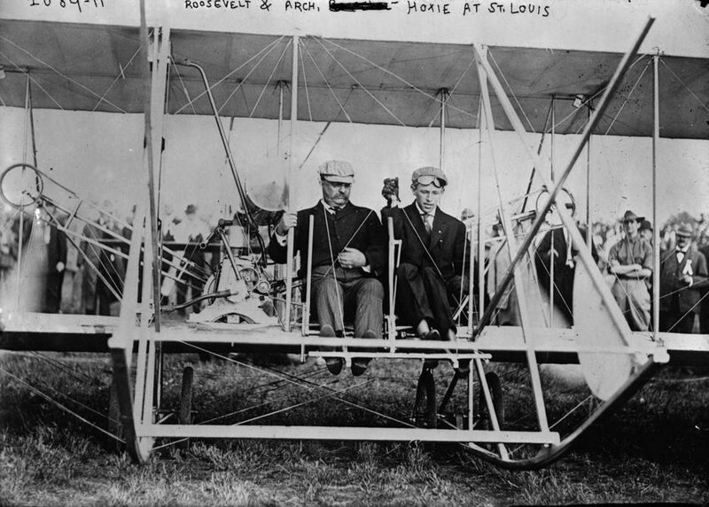Тедди Рузвельт стал первым президентом США, который полетел на самолете. 1910