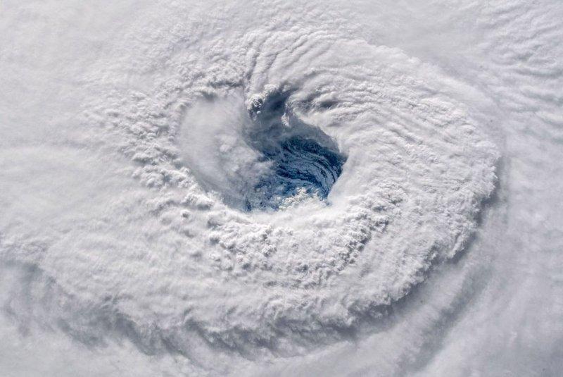"""В NASA показали масштабный ураган """"Флоренс"""" из космоса nasa, космос, мкс, природа, стихия, ураган, фото, фотографии"""