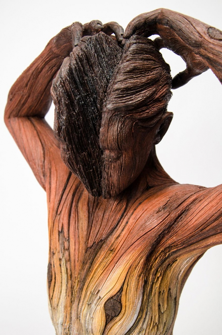 Этот скульптор обманет ваши глаза, заставляя думать, что его работы сделаны из дерева