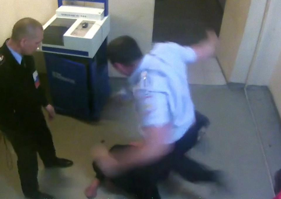В полицейском участке видео нравится
