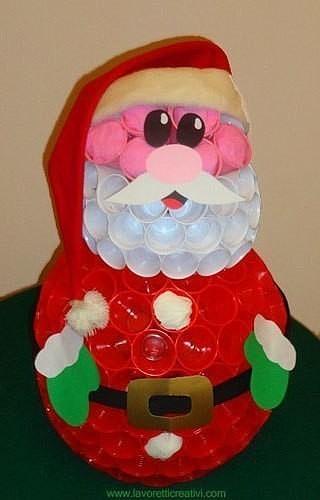 Дед Мороз из пластиковых стаканчиков. Оригинальная идея для праздничного декора.