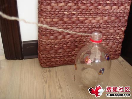 Держатель для   ниток из пластиковых бутылок