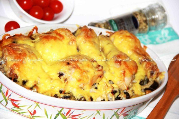 Куриные голени с картофелем и грибами, запечённые под сыром