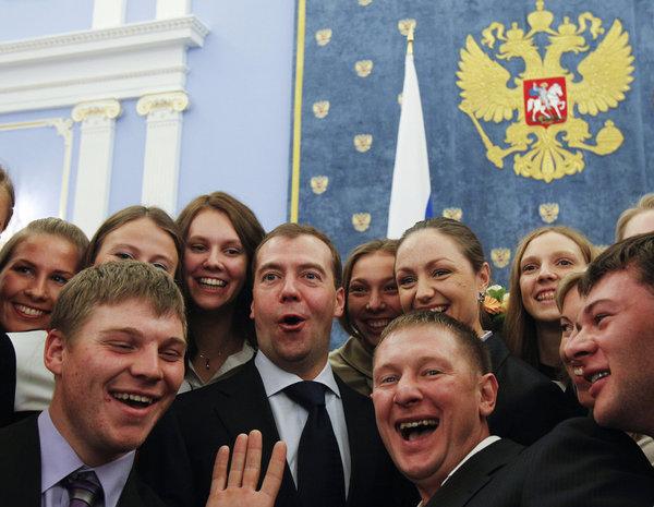 Как так! Самая непопулярная партия в РФ опять выиграла, практически во всех регионах?