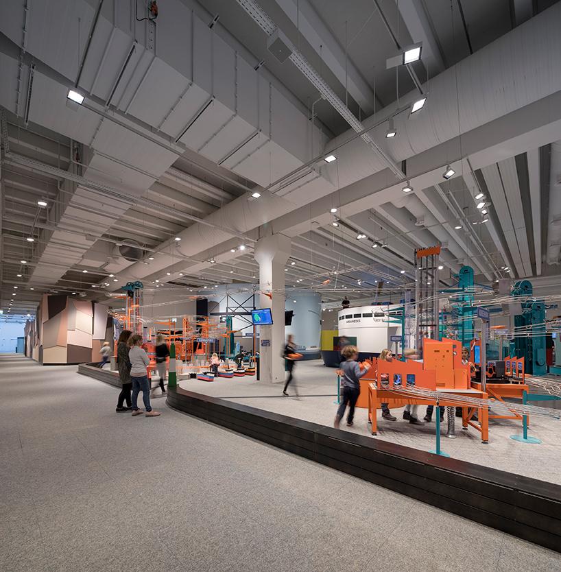 Научный центр с 10-тонной лестницей из меди в Копенгагене