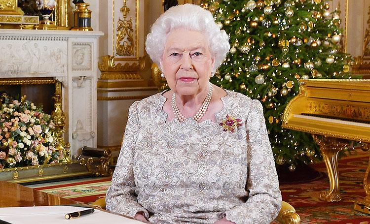 Праздник по-королевски: как украсили Виндзорский замок к Рождеству, которое Елизавета II будет встречать там впервые за 33 года Монархи,Британские монархи