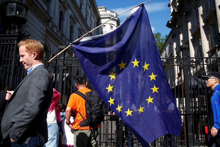 ЕС обещает выжить. И принять Британию обратно
