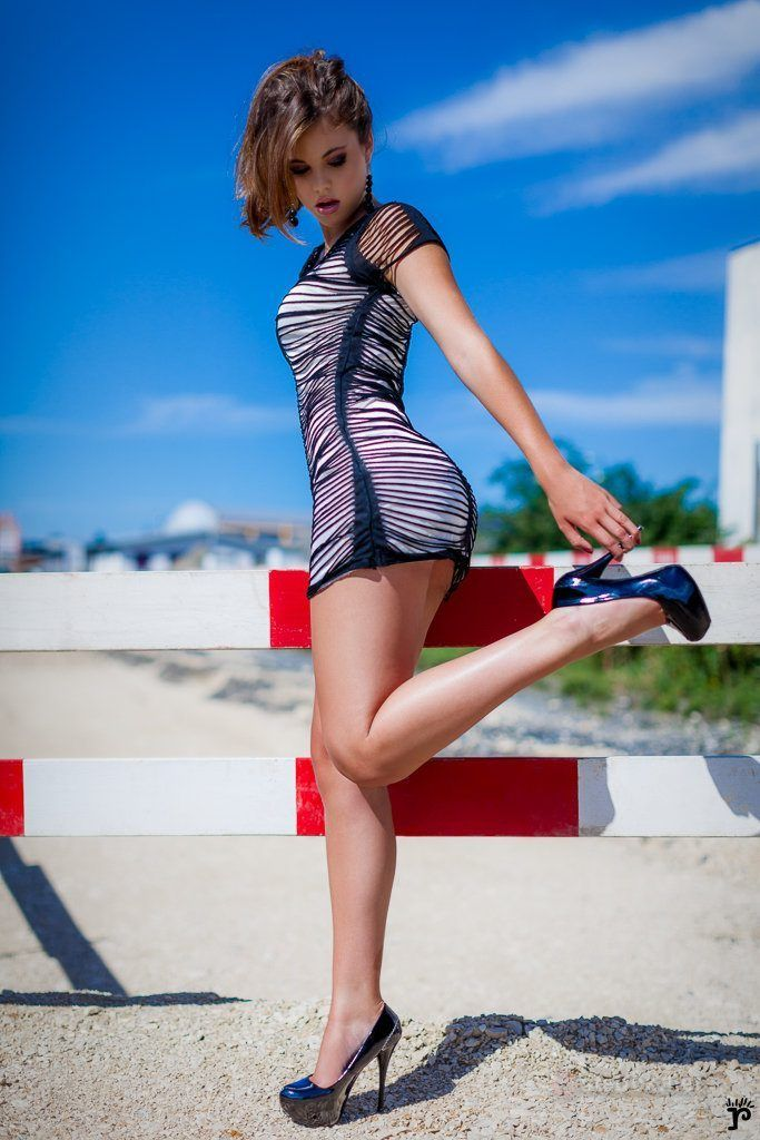 Teen girl high heels, bikini video blow job