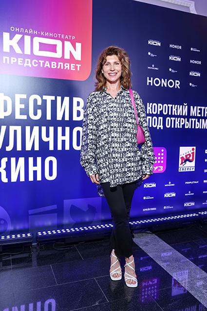 Оксана Акиньшина, Варвара Шмыкова и другие на открытии фестиваля уличного кино Светская жизнь