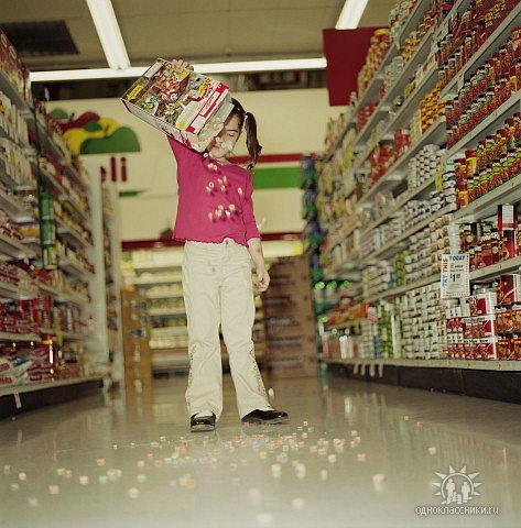 Так кто же должен отвечать за детей в магазине и испорченный товар?