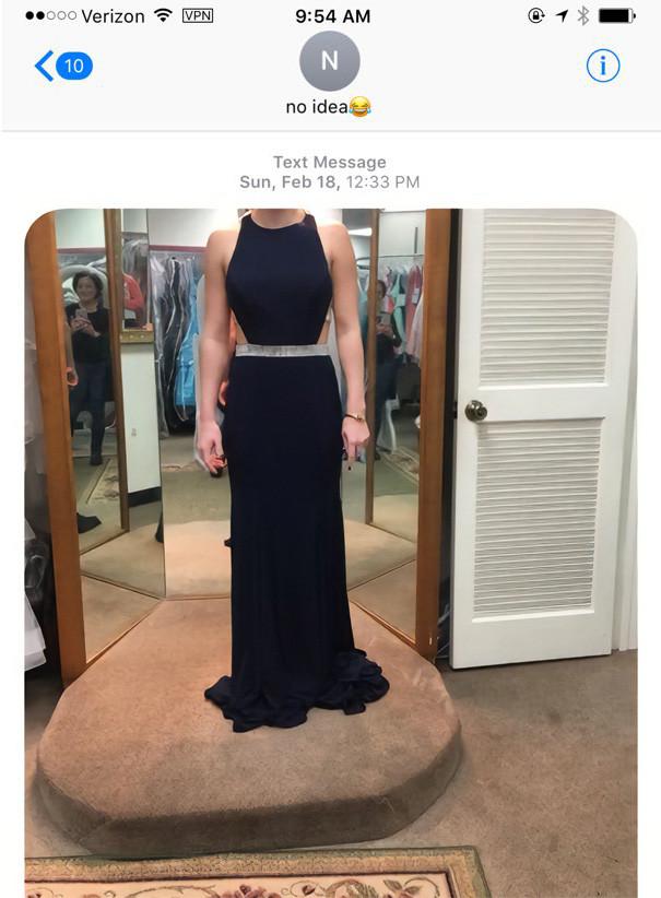 Девушка по ошибке отправила фото платья многодетному отцу, и это спасло его сына