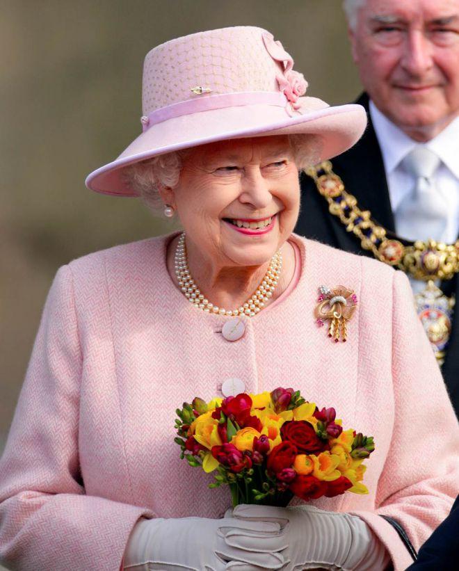 ТОП-10 самых необычных шляпок Ее Величества, королевы Елизаветы II