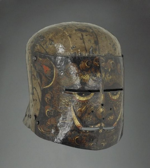 Подборка устрашающих и забавных рыцарских шлемов