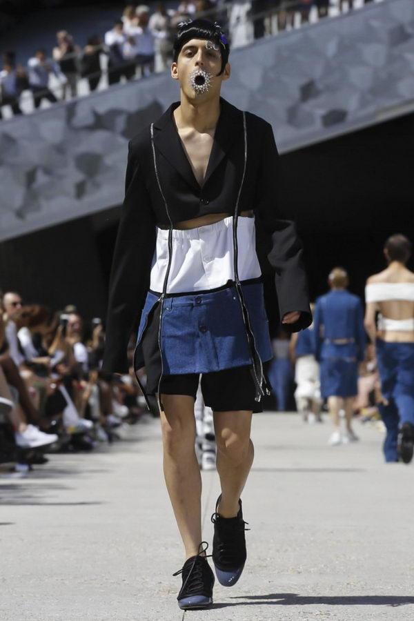 24b0fa17967 Зачем европейские дизайнеры одевают мужчин в юбки