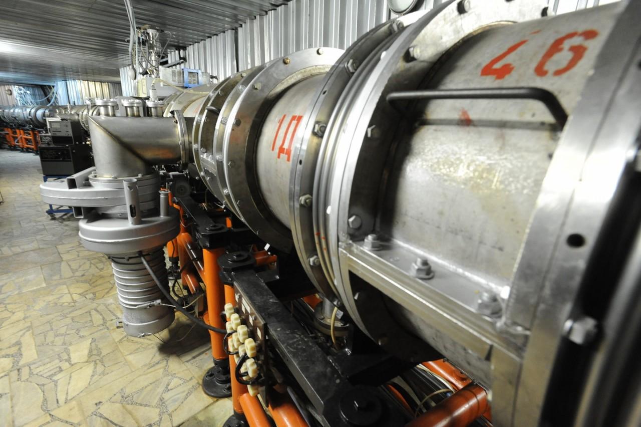 А у нас будет свой: Медведев поручил выделить 3,9 млрд рублей на создание коллайдера в Дубне