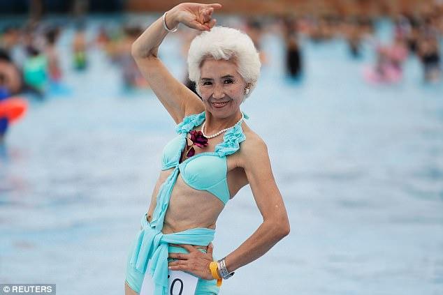 Сексуальность для всех: конкурс купальников для тех, кому больше 55, прошел в Китае