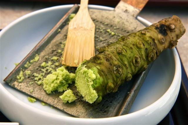 Паста васаби и корень эвтремы японской