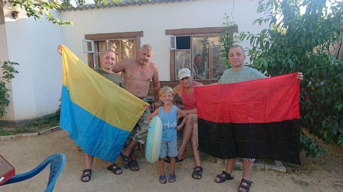На границе с Крымом местные отлупили приезжих бандеровцев-националистов
