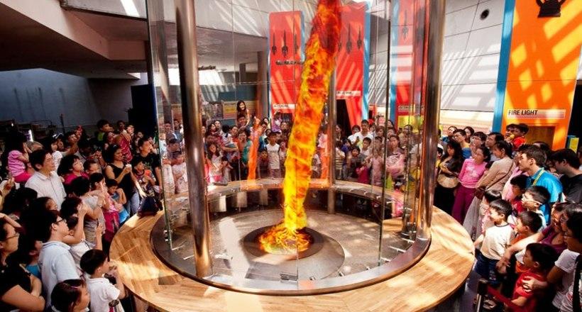 Научно-познавательный туризм в Сингапуре: где можно увидеть огненный торнадо