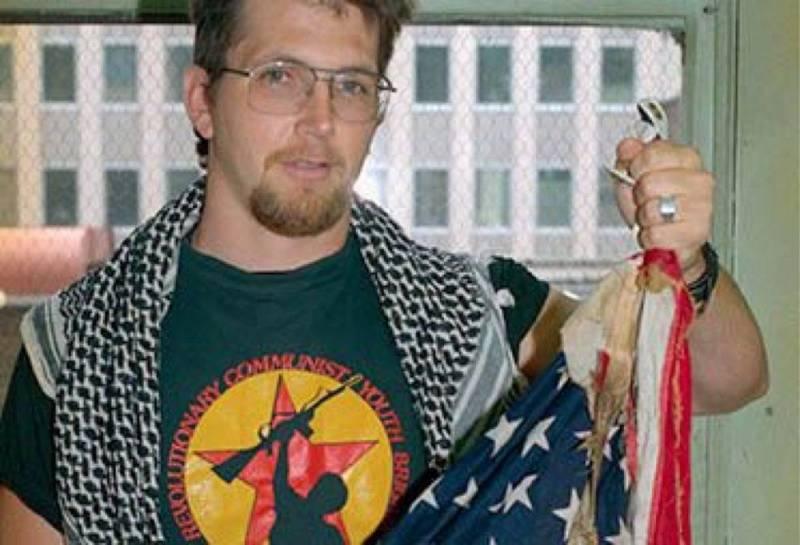 Американский флаг сожгли перед Белым домом на День независимости США