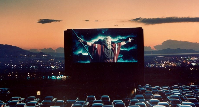 Кинотеатр в новом формате: кинопарковки приходят на смену кинозалам