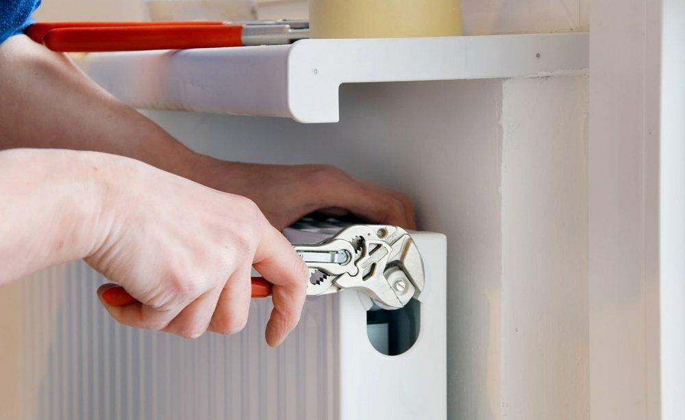 Чем может грозить замена батареи отопления в квартире