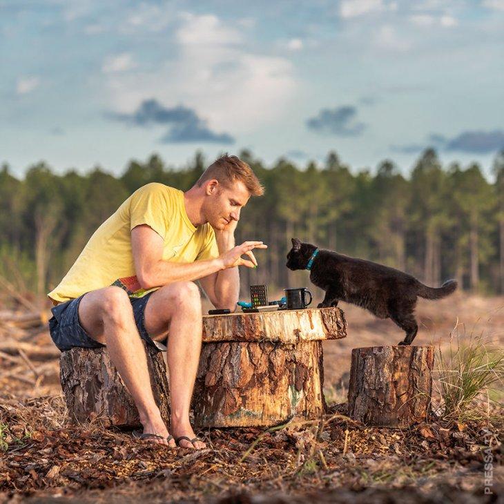 Парень продал свой дом и более трех лет путешествует с кошкой по Австралии