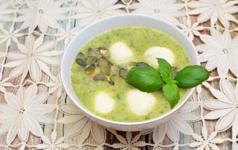 Крем-суп из брокколи с моцар…