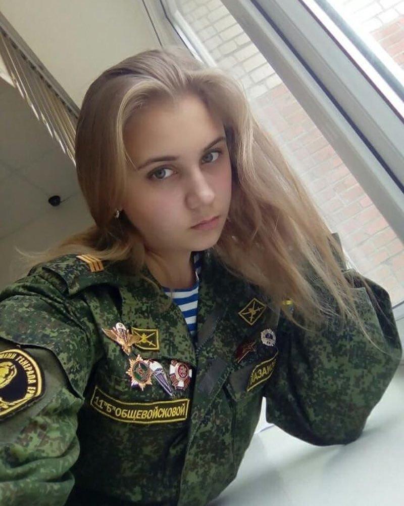 В кадетской школе девушки, девушки в форме, когда идёт форму, пост о девушках, униформа, форма
