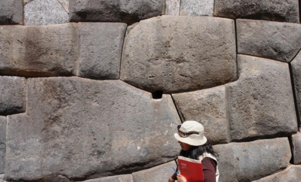 Пластилиновая технология полигональной кладки в Перу