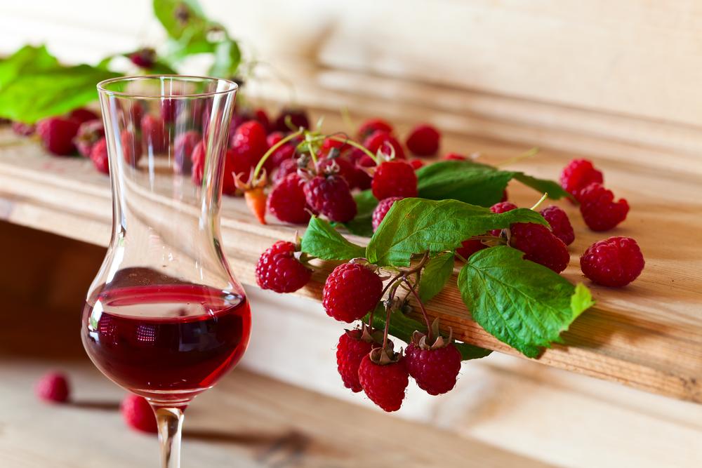 Вкусная наливка из ягод - простой рецепт