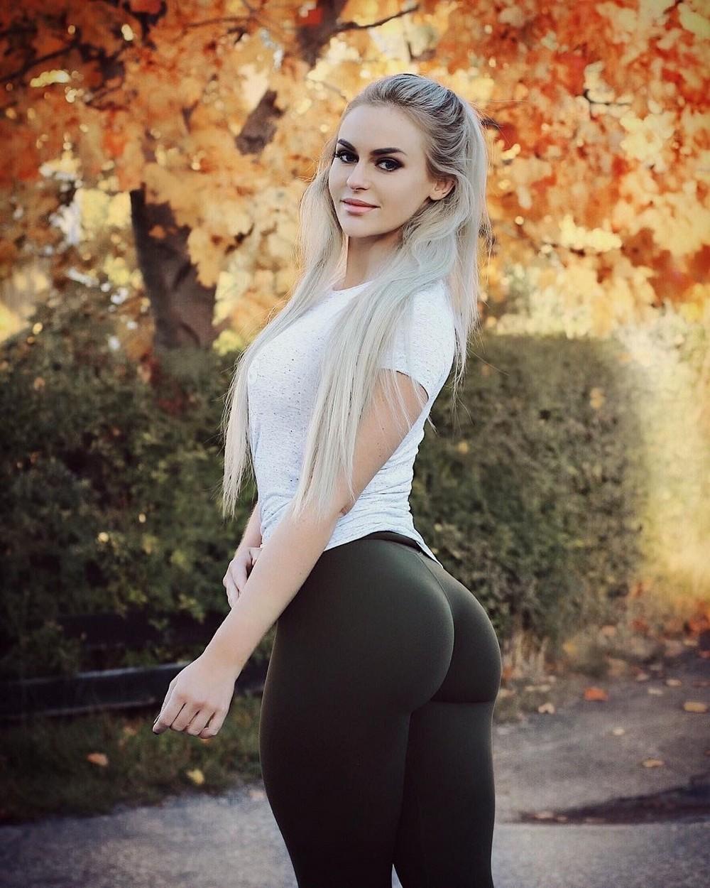 Красивые девушки в обтягивающих штанишках картинки