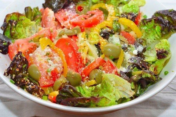 Идеальный легкий салат с лимонной заправкой для позднего ужина