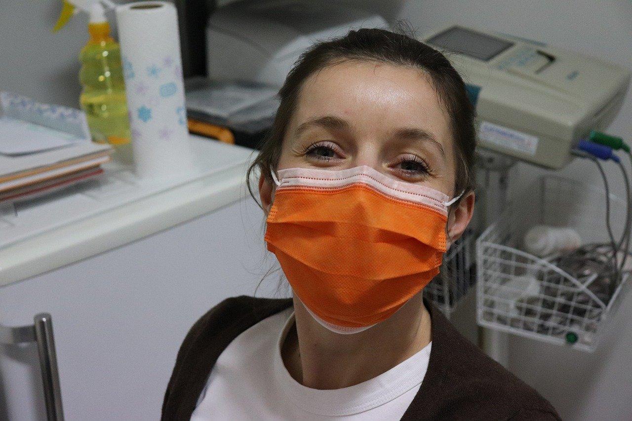 Попова отметила отсутствие проблем с тестами на COVID-19 в России