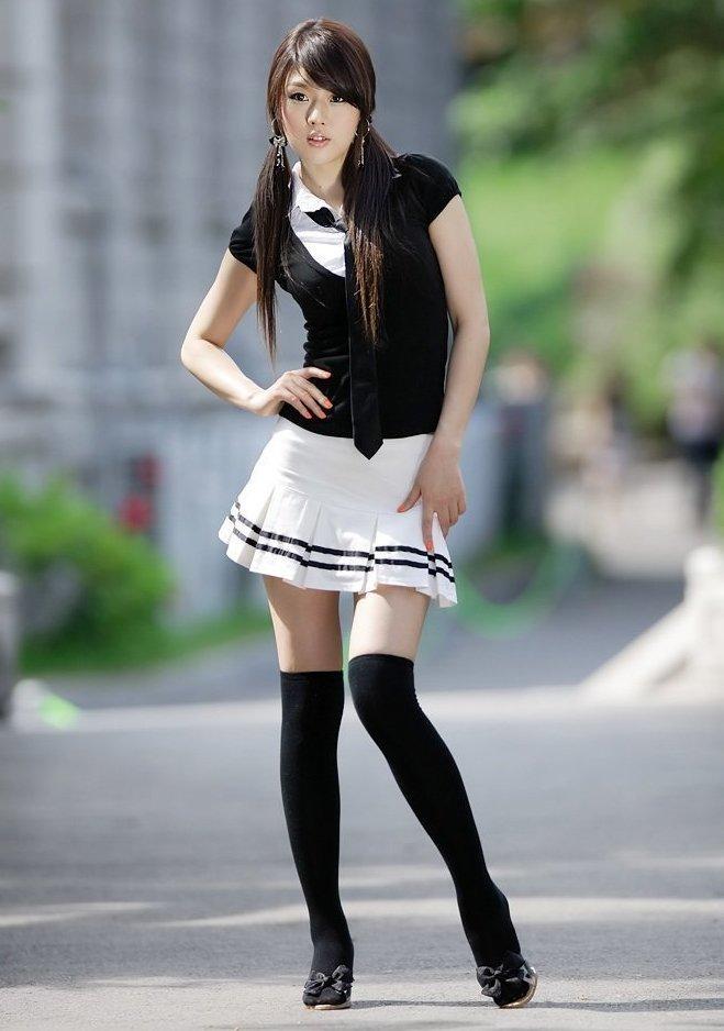 Девушки в мини юбках азиатки