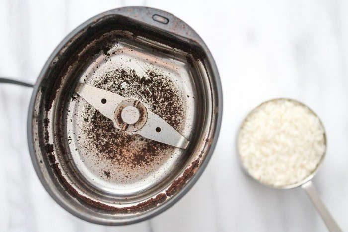 Чистим кофемолку или кухонный комбайн