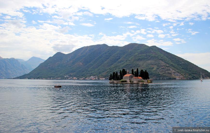Первый насыпной остров - остров святого Георгия.