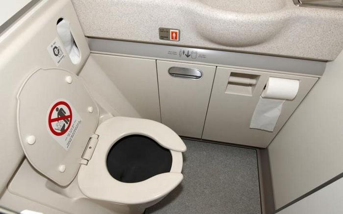 Как эффективно устранить неприятный запах в туалете: Хитрость, подсмотренная у стюардесс