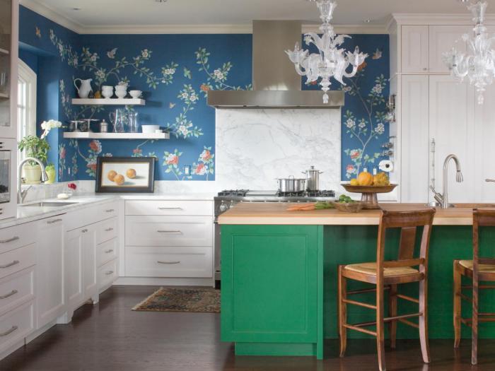 С помощью правильно подобранных обоев на кухне можно создать очень комфортную и жизнерадостную атмосферу.