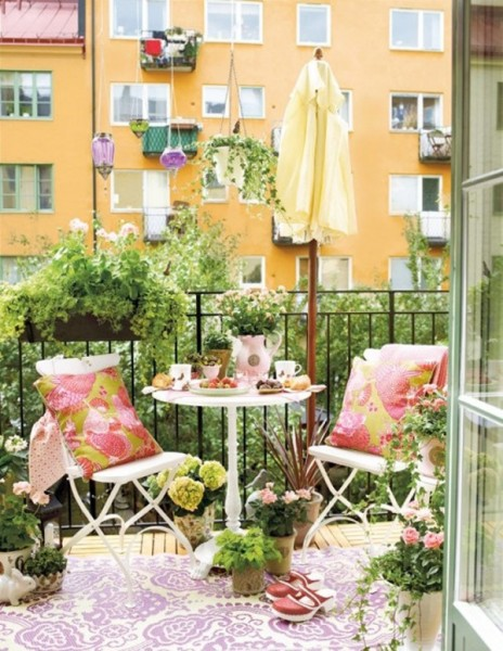 small-balcony-garden-with-dining-room