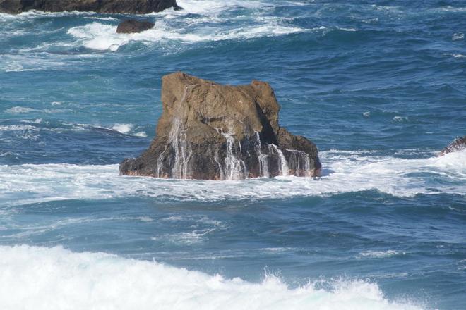 На воде появились странные квадраты, но он продолжал съемку… Пока не стало слишком поздно! волны, опасности, формы, которые, возникают, неожиданно, внезапно, пропадаютБольшинство, туристов, знает, спокойная, волнами, образуются, стыках, холодного, теплого, течений, Человека, такие, затягивают