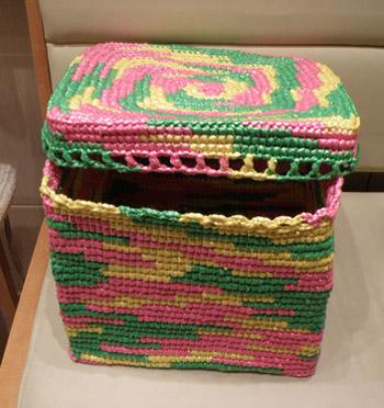 Мастер-класс по вязанию коробок из мусорных пакетов